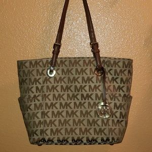 Authentic Michael Kors Jet Set Tote W Side Pockets